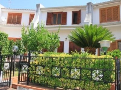 Villetta a schiera su due livelli con giardino
