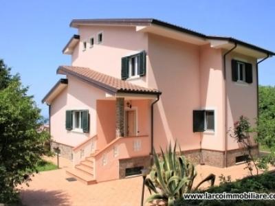 Prestigiosa villa singola con terrazzo vista mare