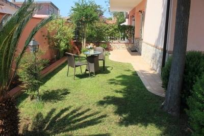 Villetta su due livelli con giardino