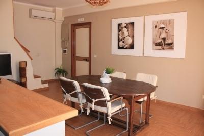 Appartamento ristrutturato su 2 livelli con terrazzo vicino al mare