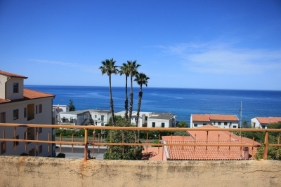 Large sea-view apartment with large terrace