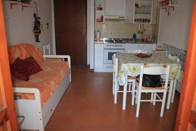 Appartamento al secondo piano in zona centrale a 200 metri dal mare