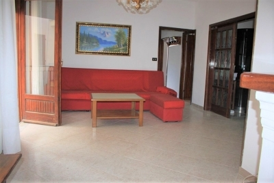 Large first floor apartment in a residential location at 250 meters to the beach