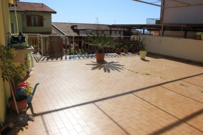 Appartamento residenziale con garage e ampio terrazzo