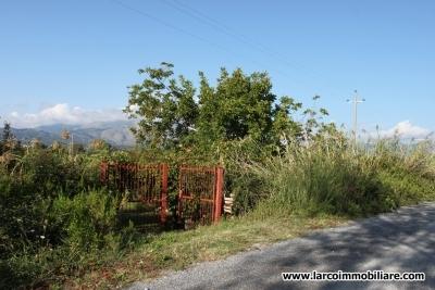 Casa rurale con terreno agricolo
