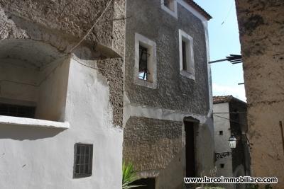 Palazzina antica su 4 livelli nel centro storico di Scalea