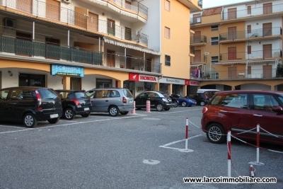 Locale commerciale in vendita in Via Lauro