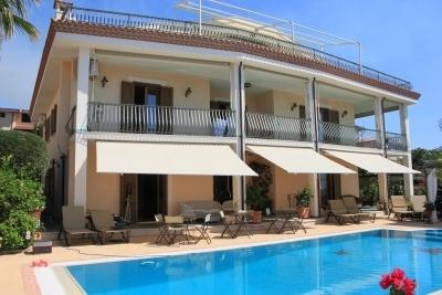 Lussuosa Villa con piscina e splendida vista mare