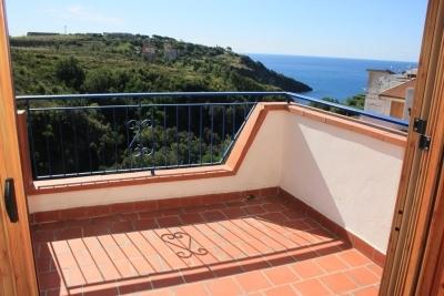 Villetta a schiera su 3 livelli con terrazzo vista mare