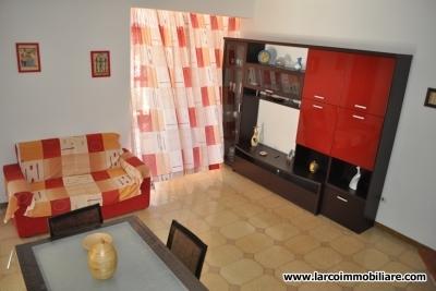 Appartamento su due livelli con corte esterna