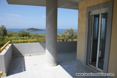 Villetta a schiera di nuova costruzione su 2 livelli con vista sull'Isola di Cirella